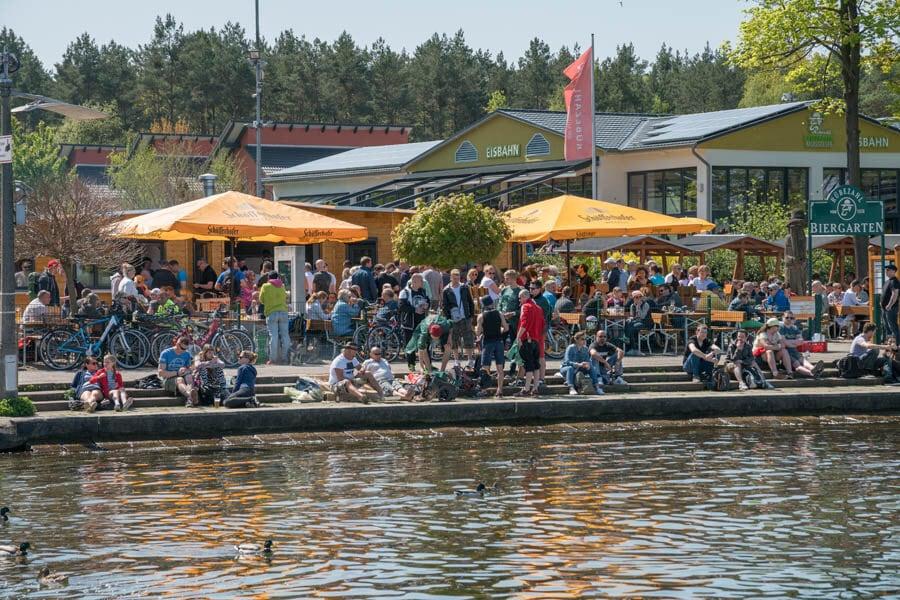 Sommerfest im Biergarten mit Live-Musik
