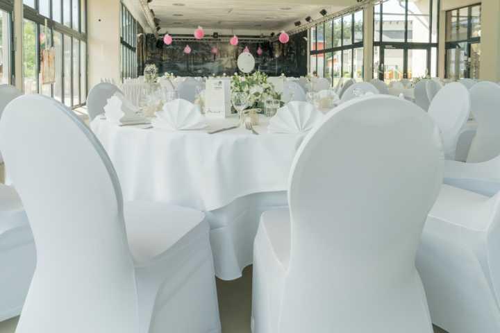 Blick auf die Bühne vor der Hochzeit