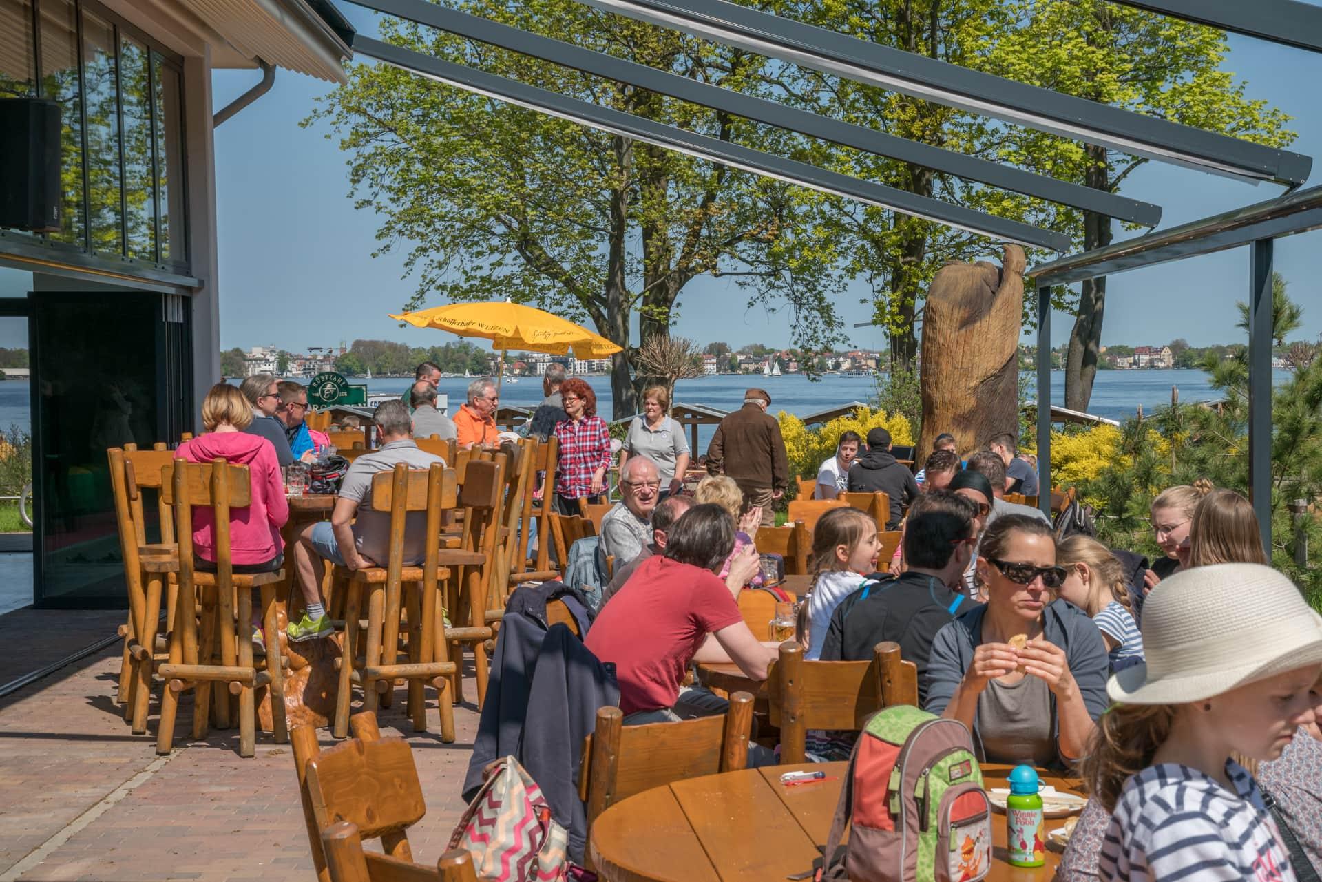 Biergarten Berlin – Die Bärenalm bietet zu jeder Zeit leckeres für zwischendurch