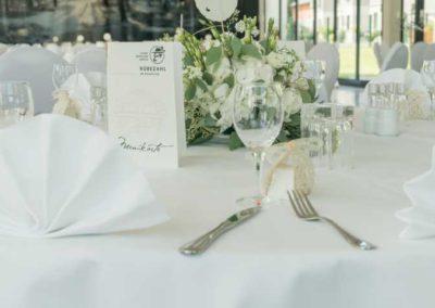 Tischgedeck zur Hochzeitsfeier