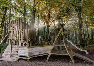Abenteuerspielplatz direkt am Waldrand