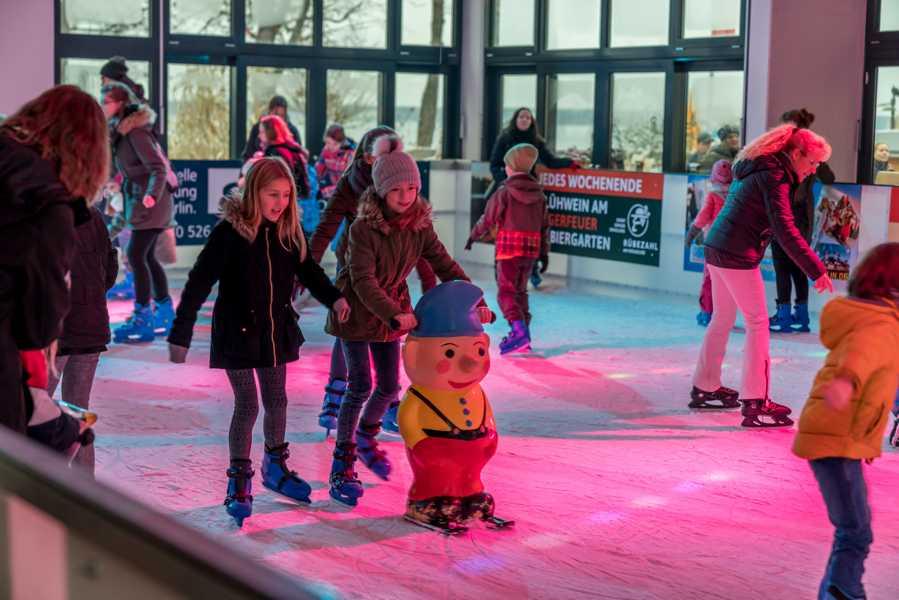 Überdachte Eisbahn: Eröffnung im November