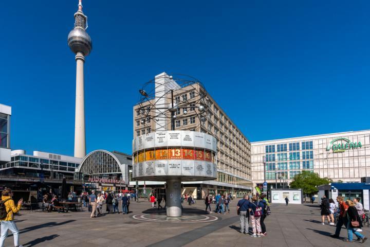 Die Weltzeituhr am Alexanderplatz