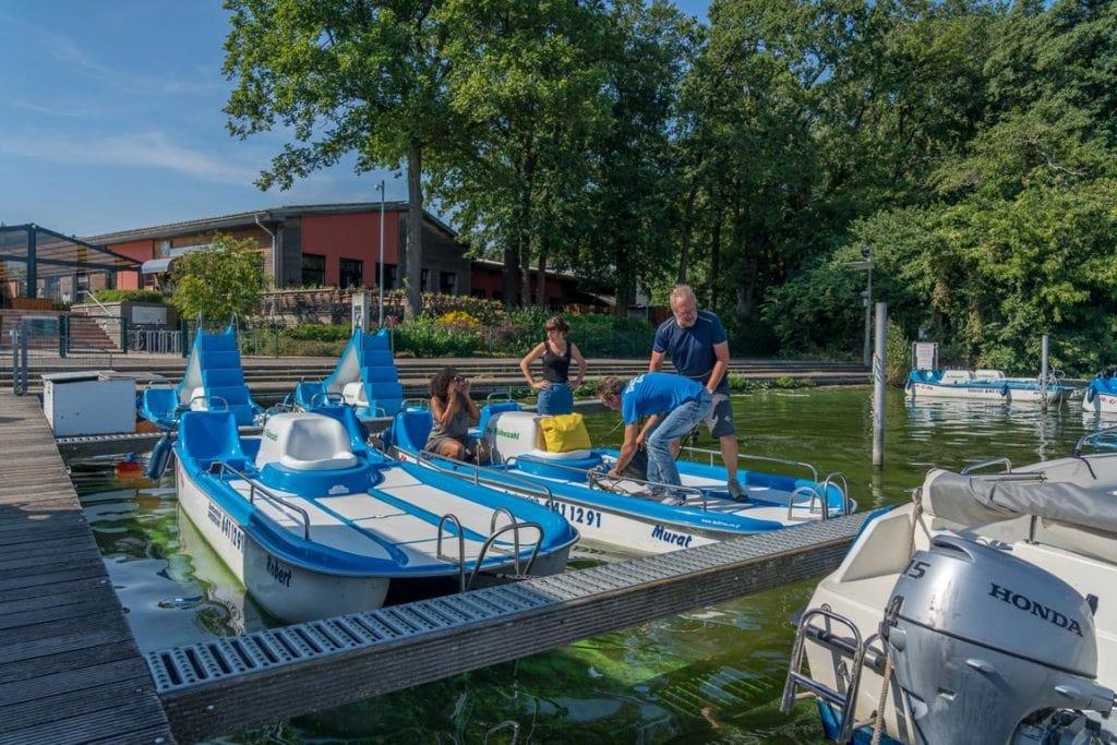 Bootsverleih am Müggelsee: Überblick von Booten und Flößen zur Leihe